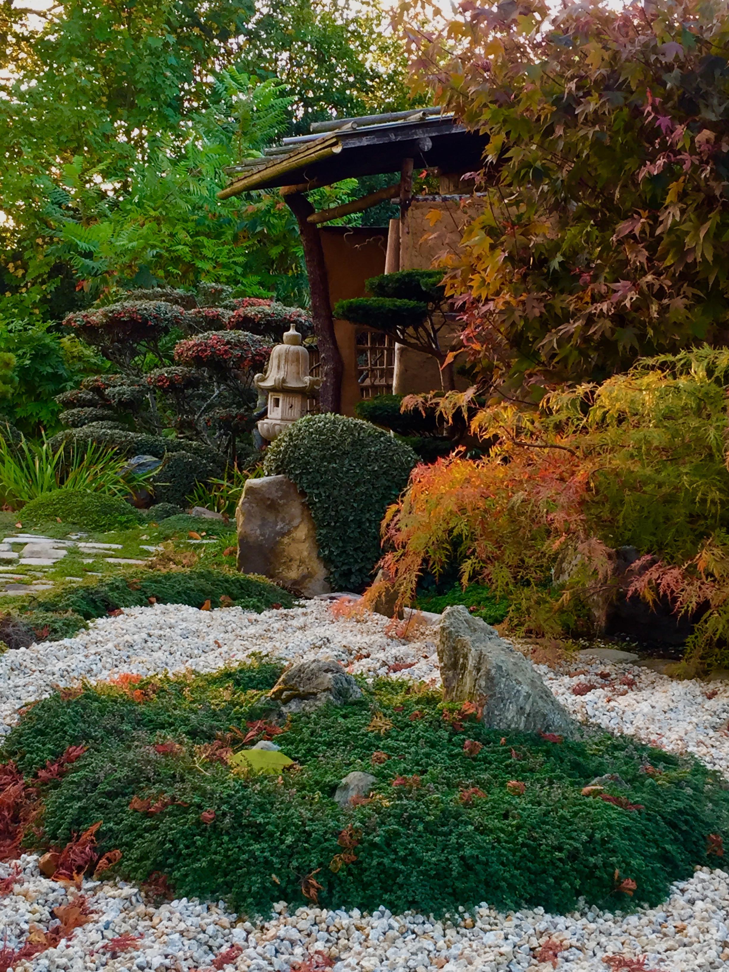 Jardin zen japonais excellent le jardin japonais encore - Lanterne zen jardin ...
